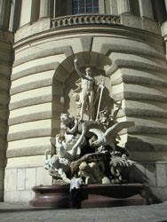 ミヒャエル門の像